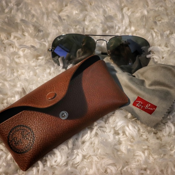 Authentic Ray-Ban mirrored aviators with case